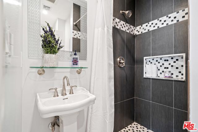 4311 Coquette Place, Tarzana CA: http://media.crmls.org/mediaz/69D1B377-85E0-4552-A808-7BA28092C304.jpg