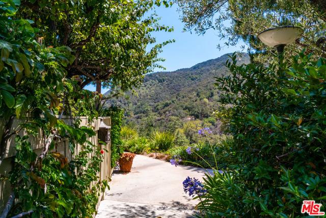 1397 Palisades Dr, Pacific Palisades, CA 90272 photo 27
