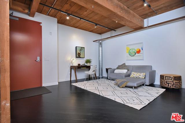 530 S HEWITT Street, Los Angeles CA: http://media.crmls.org/mediaz/6A6DEBBD-AB33-42F6-981E-793CB2A81090.jpg