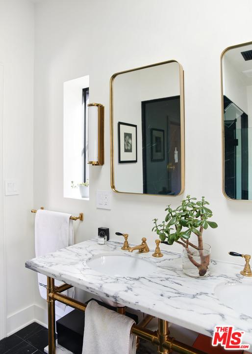 2020 N Serrano Avenue, Los Angeles CA: http://media.crmls.org/mediaz/6A9EBF70-6531-47AC-B6E2-D51F346F0CB5.jpg