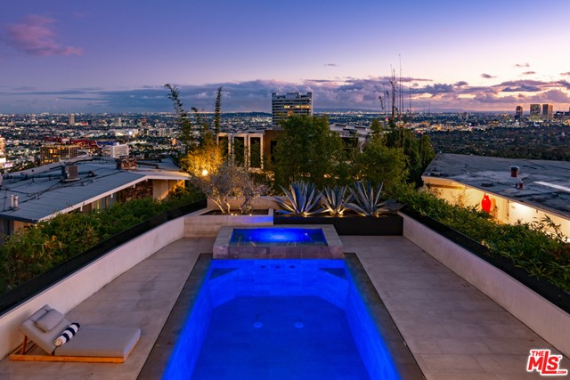 9393 SIERRA MAR Drive, Los Angeles CA: http://media.crmls.org/mediaz/6B8014CD-151D-4253-8773-3AC31F0D4D0F.jpg