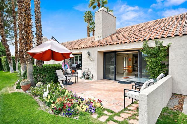 369 Wimbledon Drive, Rancho Mirage CA: http://media.crmls.org/mediaz/6BA1B925-F1F1-4A50-8ECB-FD88CDF5CD39.jpg
