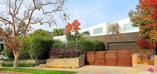 Single Family Home for Sale at 2706 Club Drive Los Angeles, California 90064 United States