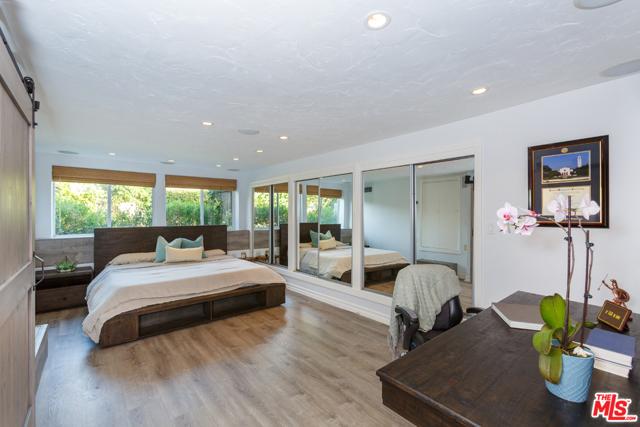 7001 Rindge Avenue, Playa del Rey CA: http://media.crmls.org/mediaz/6BD3BAE1-4658-4EFC-9CC2-D539FE572303.jpg