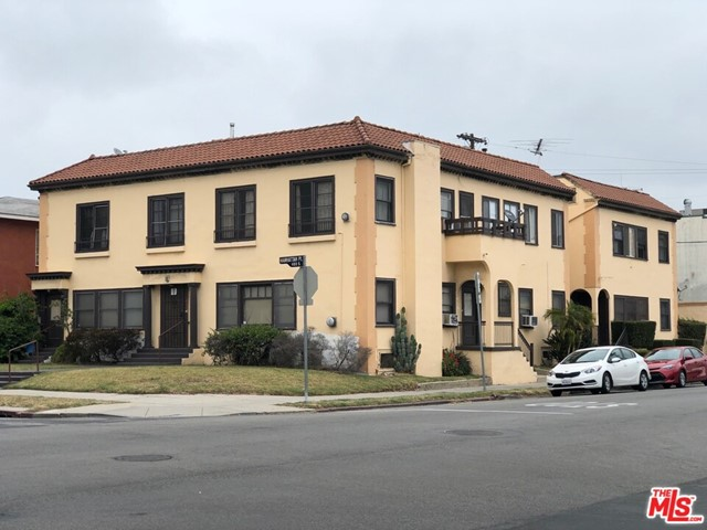 460 S Manhattan Place, Los Angeles CA: http://media.crmls.org/mediaz/6C9D95CD-7B09-4314-A989-02ECFA5823EA.jpg