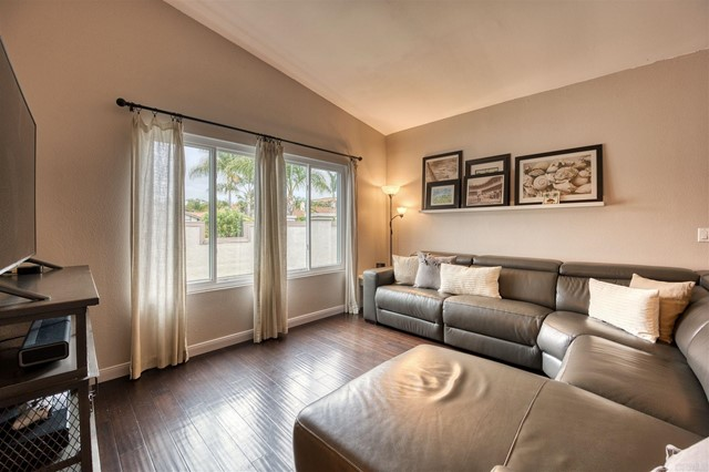 223 Ocotillo Place, Oceanside CA: http://media.crmls.org/mediaz/6D5B5AD8-7B17-4084-994B-49677DBB154C.jpg
