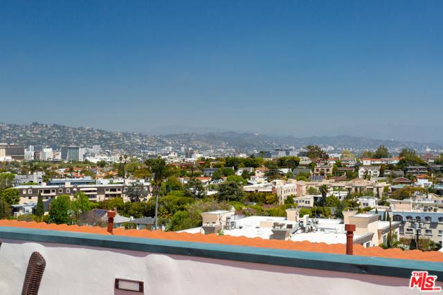 地址: 558 HILLGREEN Drive, Beverly Hills, CA 90212