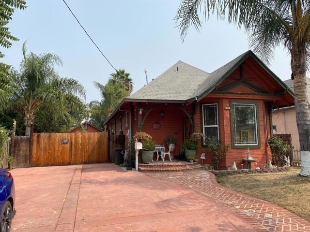 124 24th Street, San Jose CA: http://media.crmls.org/mediaz/6DCEDAE5-86FA-4D65-A426-BDB2419564CC.jpg