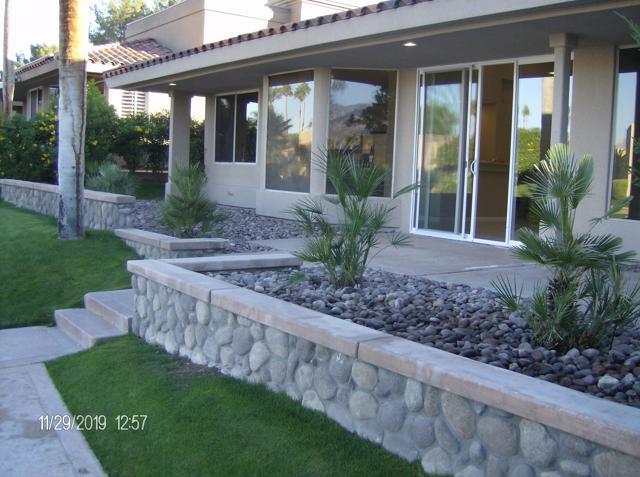 212 Desert Lakes Drive, Rancho Mirage CA: http://media.crmls.org/mediaz/6E3A3882-4BEA-4847-9958-9AC436BE4EC1.jpg