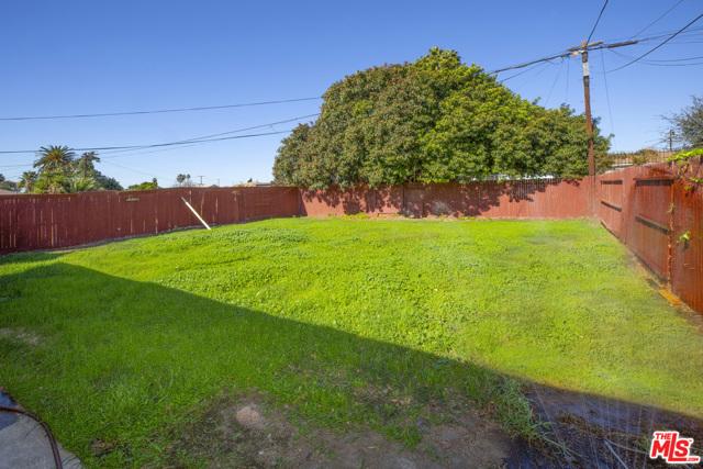 1417 W 127Th Street, Los Angeles CA: http://media.crmls.org/mediaz/6E5B0EFB-AD82-40B5-AB2B-8CC6344C85E0.jpg