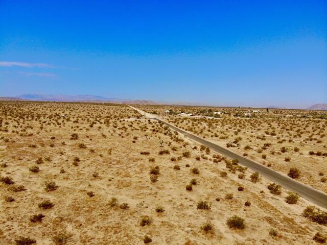 67 Winters Road, Joshua Tree CA: http://media.crmls.org/mediaz/6EFF45D4-8751-45A8-924C-533B252E8398.jpg