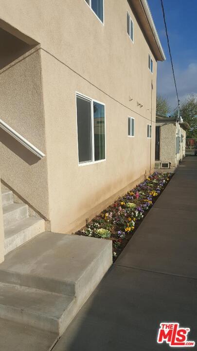 1320 W 105Th Street, Los Angeles CA: http://media.crmls.org/mediaz/6F2F054D-E448-4374-8C56-7B264895AE7C.jpg