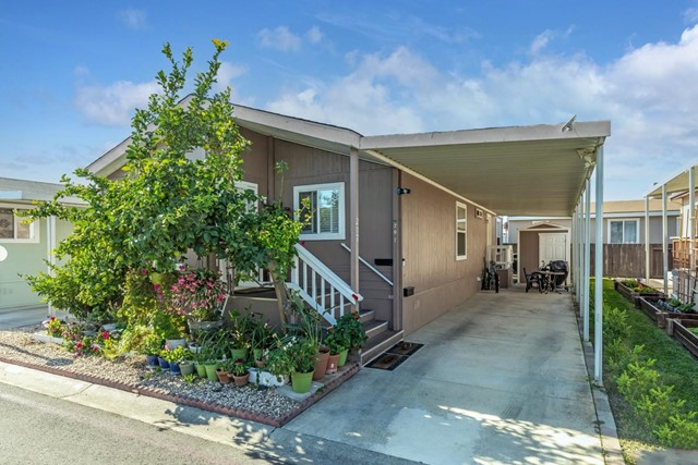 1220 Tasman Drive, Sunnyvale CA: http://media.crmls.org/mediaz/701AA2F5-46D6-40C3-AC77-E271562D2C1C.jpg