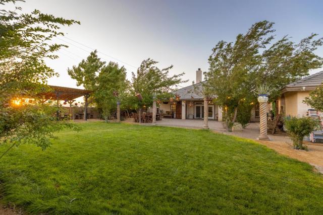 8640 Avenue C8, Lancaster CA: http://media.crmls.org/mediaz/702DB28E-C0F9-43B2-B55E-16DD067243D1.jpg