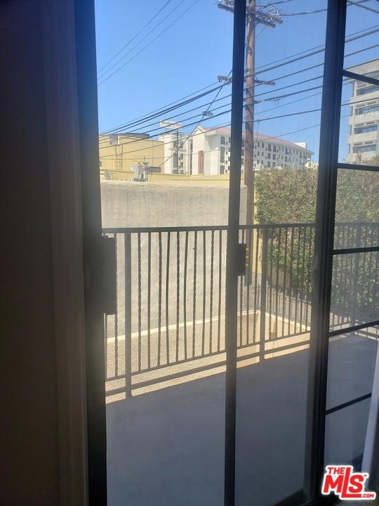1415 S Rexford Drive, Los Angeles CA: http://media.crmls.org/mediaz/70932CE6-821D-451F-BFC1-DB0484B6EC5D.jpg