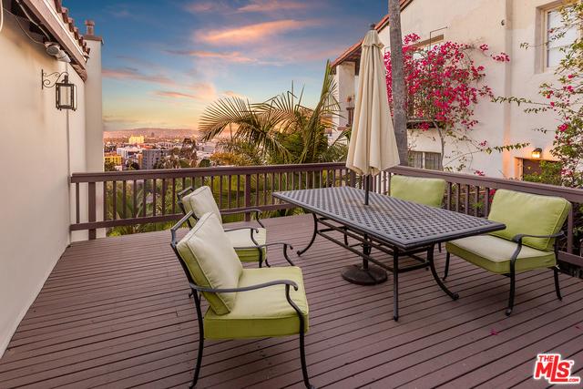 6652 WHITLEY Terrace, Los Angeles CA: http://media.crmls.org/mediaz/70BD3207-8288-43EC-A4D8-43661E61F910.jpg