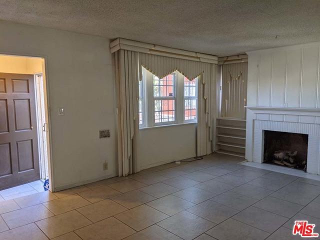 332 W Laurel Street, Compton CA: http://media.crmls.org/mediaz/70D44EE6-104C-44C7-87A6-E5B788DDA6E2.jpg