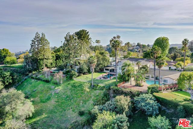 2254 Stradella Road, Los Angeles CA: http://media.crmls.org/mediaz/7165C86E-8814-455E-8FD3-92080173C92F.jpg