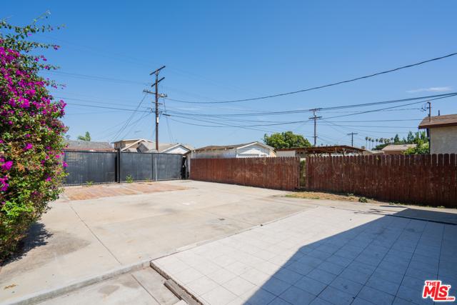 3688 4Th Avenue, Los Angeles CA: http://media.crmls.org/mediaz/71CC2860-44A7-45AD-AFEC-5D5C17A47841.jpg