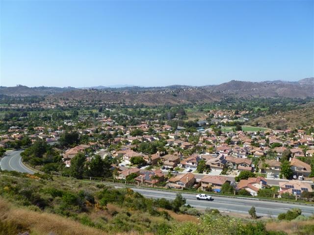 3251 Vista Cielo Ln, Spring Valley CA: http://media.crmls.org/mediaz/71DD8AAD-27AA-4BFC-B27D-E58B44E24C31.jpg