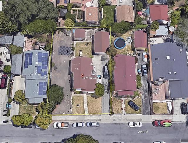 1175 Davis Street, Redwood City CA: http://media.crmls.org/mediaz/7272E3FE-DE0C-4D75-8082-E7011119D6C2.jpg
