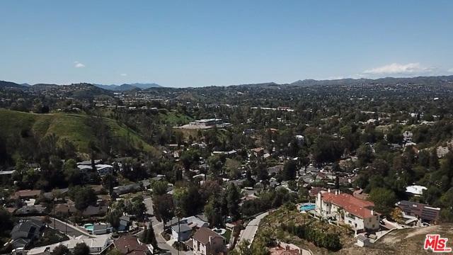 4933 N CERRILLOS Drive, Woodland Hills CA: http://media.crmls.org/mediaz/72A96C05-324E-40CE-A49F-C5CC3628ECB8.jpg