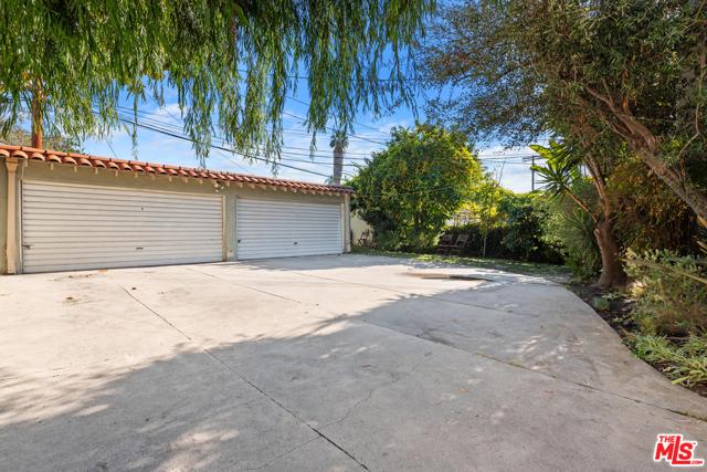 1020 S ALFRED Street, Los Angeles CA: http://media.crmls.org/mediaz/72C651FF-75A4-4D83-87DE-F4A983D504AF.jpg