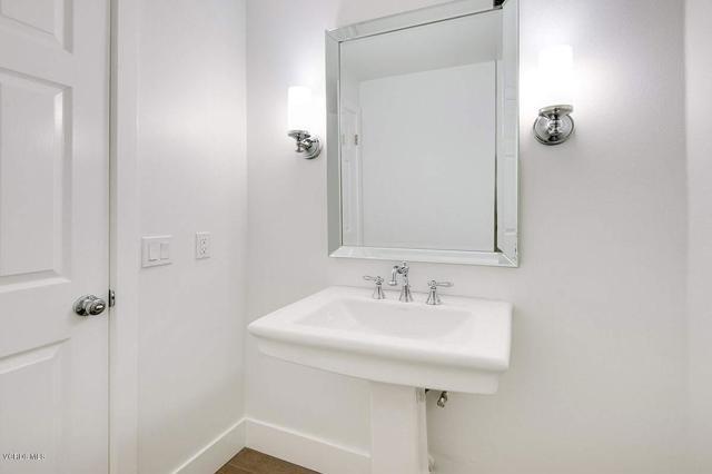 5777 Tanner Ridge Avenue, Westlake Village CA: http://media.crmls.org/mediaz/73070F33-0D94-42FD-8184-80C2CAB05E64.jpg