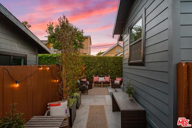 2217 1/2 Scott Avenue, Los Angeles CA: http://media.crmls.org/mediaz/732635C7-4159-48B7-84C0-2100F5592C83.jpg