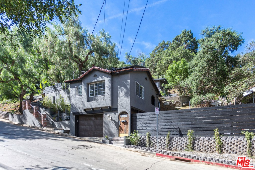 6809 PACIFIC VIEW Drive #  Los Angeles CA 90068