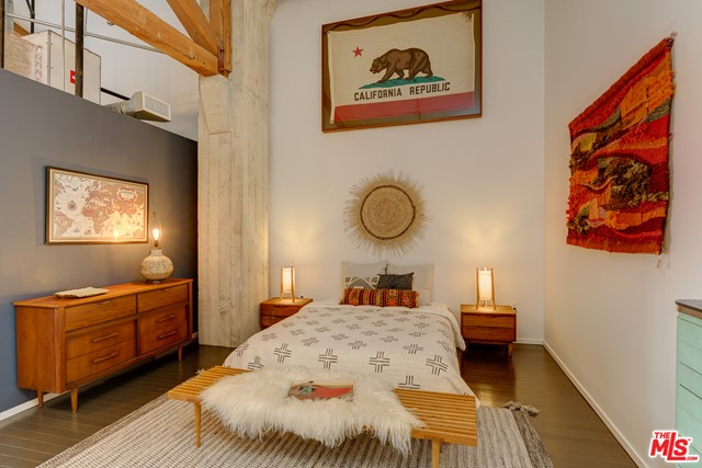 530 S Hewitt Street, Los Angeles CA: http://media.crmls.org/mediaz/738B95CA-D833-4501-A85D-C7935C81E9CD.jpg