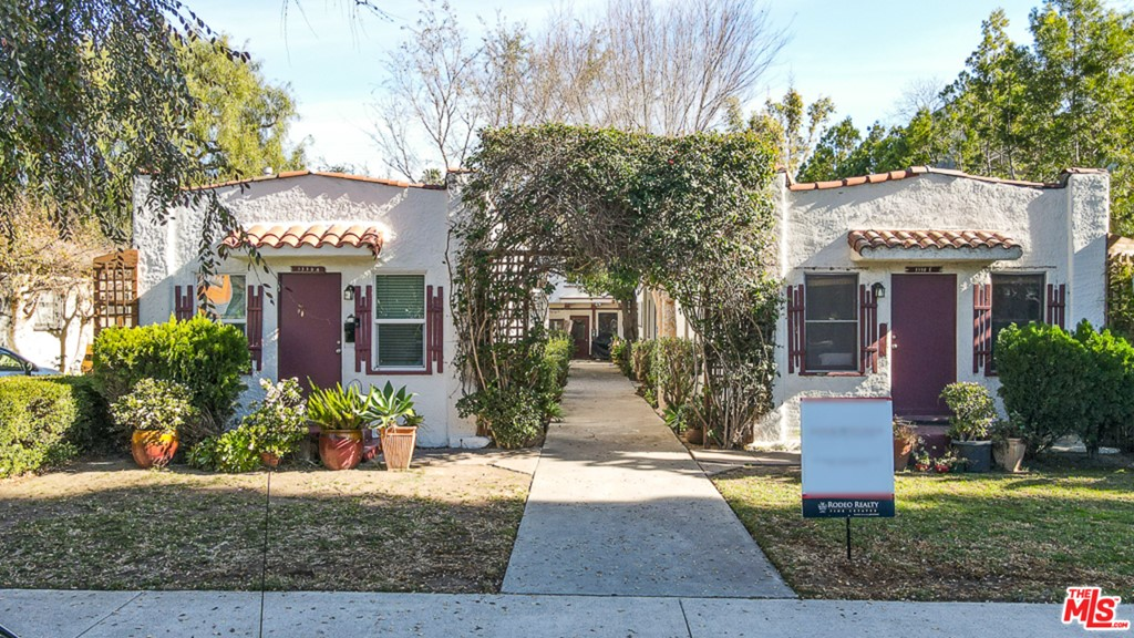 3330 Caroline Avenue #  Culver City CA 90232