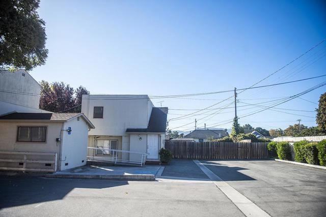 940 San Benito Street, Hollister CA: http://media.crmls.org/mediaz/73CE2D8C-4460-49CD-8E40-6E2ABEF78575.jpg