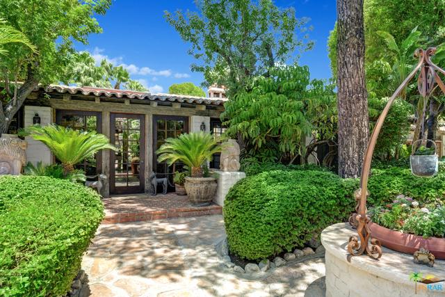 478 W Camino Sur, Palm Springs CA: http://media.crmls.org/mediaz/74057566-685B-41CC-8FC8-3C8C054A01B5.jpg