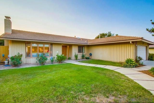 6240 Brynwood Ct, San Diego CA: http://media.crmls.org/mediaz/74151f1e-f066-4392-bb1b-7a179acddb1b.jpg