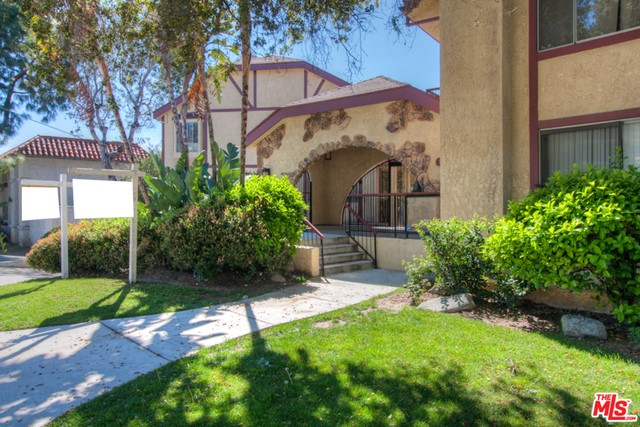 2850 MONTROSE Avenue 19 La Crescenta, CA 91214 is listed for sale as MLS Listing 17208398