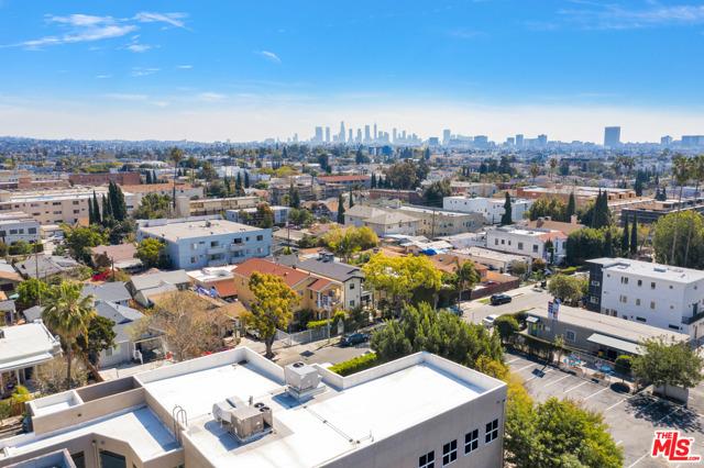 1002 N Ridgewood Place, Los Angeles CA: http://media.crmls.org/mediaz/74CE3CC6-33D2-4140-B168-4770C319D912.jpg