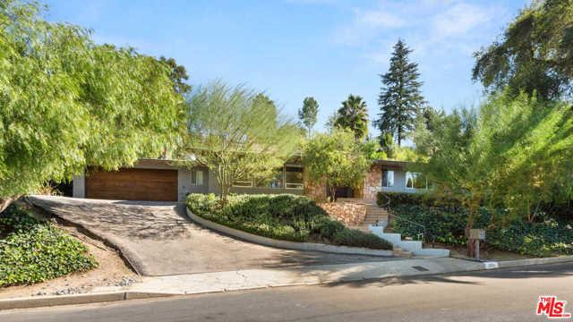 3936 Woodfield Drive  Sherman Oaks CA 91403