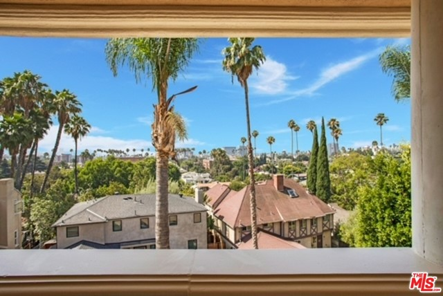 2027 Morgan Hill Drive, Los Angeles CA: http://media.crmls.org/mediaz/74E2C946-68D7-4AA8-81B1-7303DEE87372.jpg