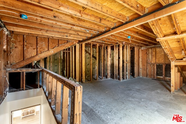 Attic has option to convert to Junior Acceory Dwelling Unit (JDU) or 5 Bedroom