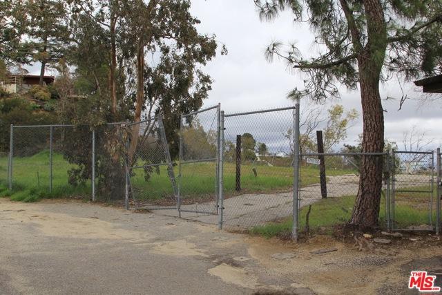 9229 Crescent Drive, Los Angeles CA: http://media.crmls.org/mediaz/75A7F329-8233-4D96-A41C-8A9194BB2FAE.jpg