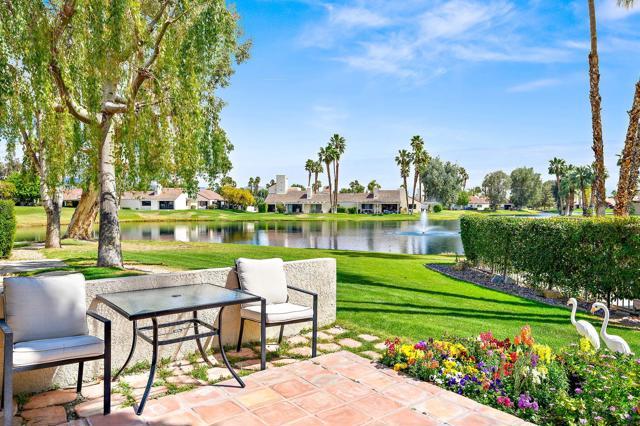 369 Wimbledon Drive, Rancho Mirage CA: http://media.crmls.org/mediaz/75E616F8-A0BB-44F0-807B-49AE1FBA76E7.jpg