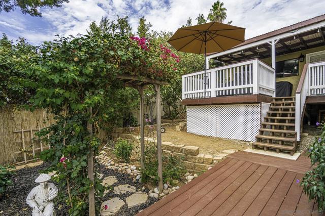 8454 Vista Del Cajon Pl, Lakeside CA: http://media.crmls.org/mediaz/76218bc6-4db9-4307-b1ba-ff4c4043d2d7.jpg