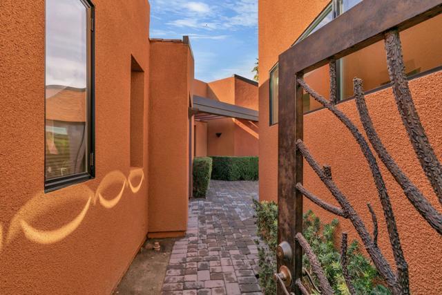50015 Via Puente, La Quinta CA: http://media.crmls.org/mediaz/76C12426-AD3A-49E8-BCFC-85C23FA6336F.jpg