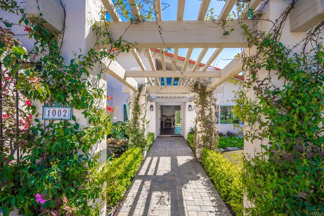 Detail Gallery Image 1 of 1 For 1002 Guildford Ct, Encinitas,  CA 92024 - 4 Beds | 2 Baths