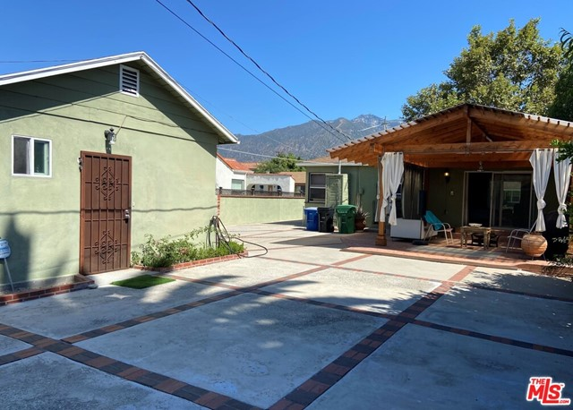 28 E Newman Avenue, Arcadia CA: http://media.crmls.org/mediaz/77123C6C-01BF-41BA-A66F-E76A4ED42657.jpg