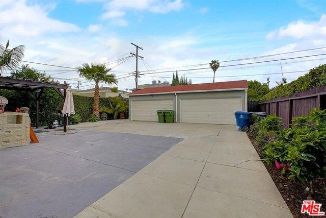 1438 S Stanley Avenue, Los Angeles CA: http://media.crmls.org/mediaz/77428F47-992C-481A-B894-133932037611.jpg