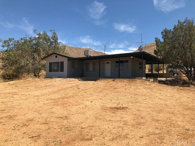 20383 Gemmill Road, Apple Valley CA: http://media.crmls.org/mediaz/774901B8-3B1D-4228-994D-25FE6A5602EB.jpg