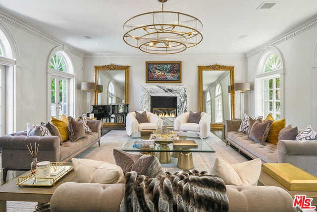 Photo of home for sale at 820 WHITTIER Drive N, Beverly Hills CA