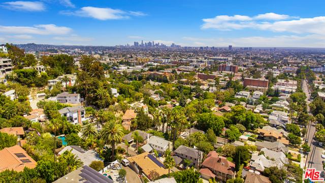 2027 Morgan Hill Drive, Los Angeles CA: http://media.crmls.org/mediaz/7769762A-0501-492B-AEE1-80C8E46DED52.jpg